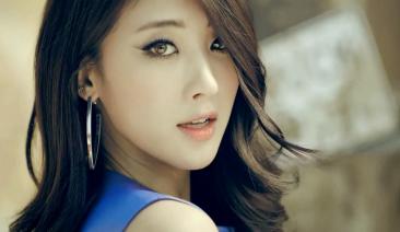 HYUNA (Lead Vocals)