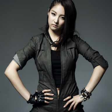 JIHYUN (Leader, Vocals & Lead Dancer)