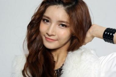 EUN SAE (Lead Vocals, Visual, Rapper, Main Dancer)